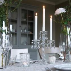 Candeliere in vetro trasparente con pendenti